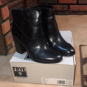 (Like new/euc) FRYE Myra Bootie - Black, Sz 7.5